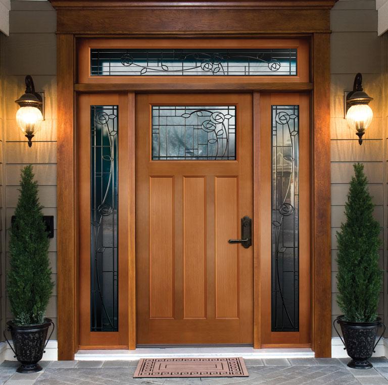 Fa ajtó a bejáratnál